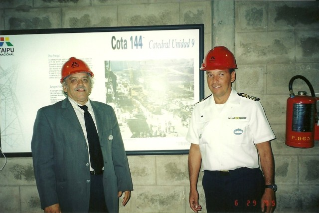)3/09/2002 - ESG VISITA USINA DE ITAIPU