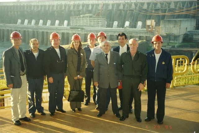 Visita com a ESG a Itaipu 03/09/2002